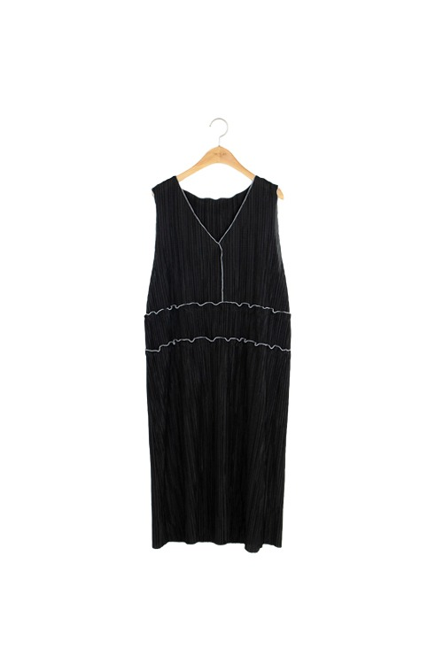 Pleated JUJU dress (black)